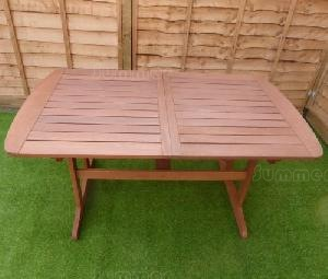 Close up photos - extending table
