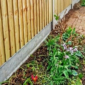 FENCING - Fence posts, slotted concrete