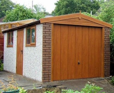 Spar Apex Concrete Garage 330 - Light Woodgrain, Brick Posts